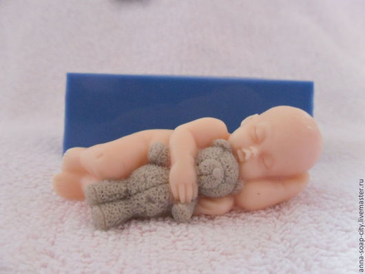 """Другие виды рукоделия ручной работы. Ярмарка Мастеров - ручная работа. Купить Силиконовая форма для мыла """"Малыш с медвежонком"""". Handmade."""