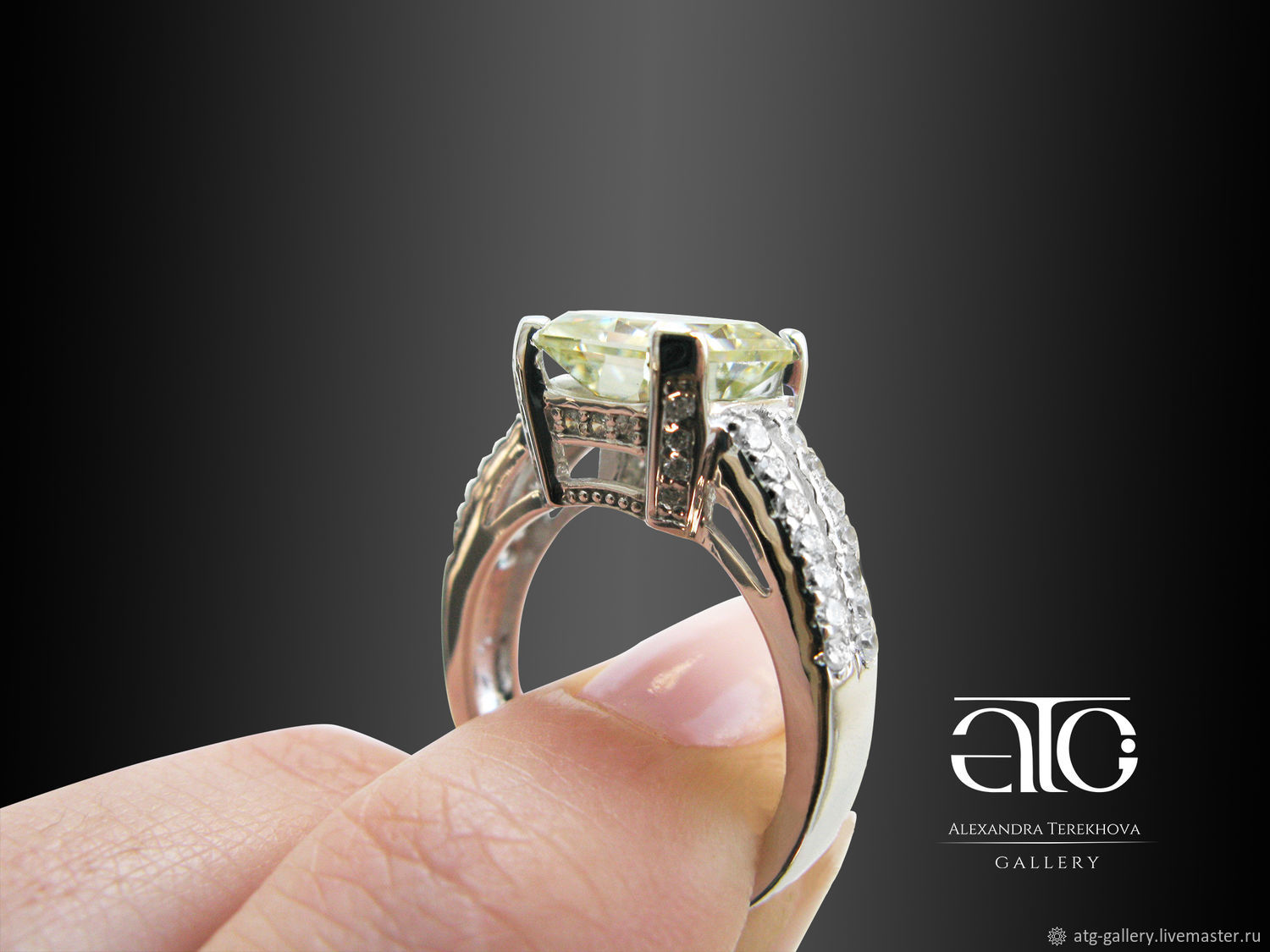Gold ring with moissanite and Radiant CZ. 585.