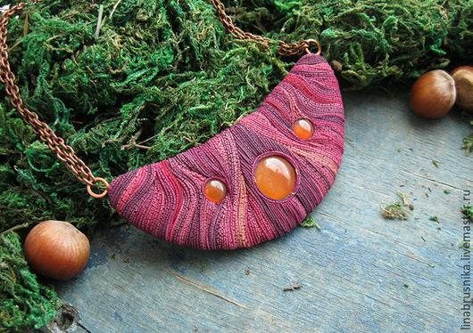 Колье из полимерной глины с натуральными камнями `Клевер и мед`. автор - Алина Логинова (украшения `Брусника`).