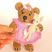 Куклы и игрушки ручной работы. Ярмарка Мастеров - ручная работа Вязаный мишка-малышка с зайкой. Handmade.