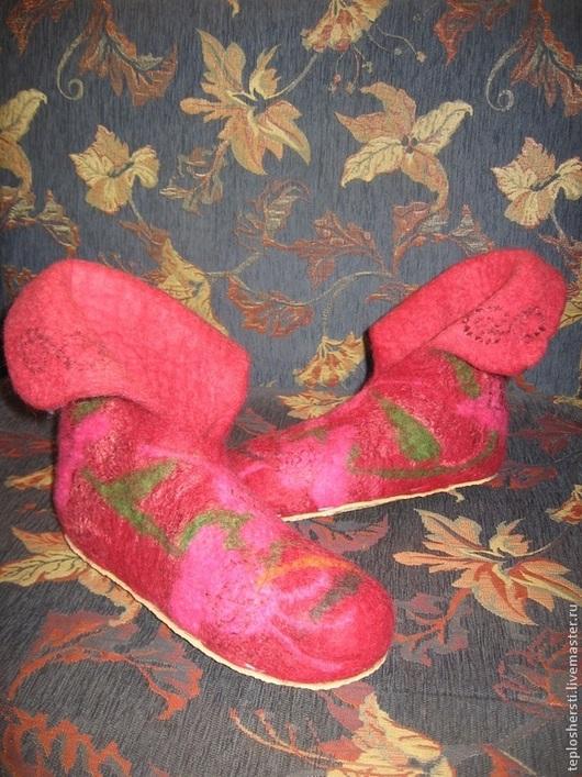 """Обувь ручной работы. Ярмарка Мастеров - ручная работа. Купить Тапочки валяные """"Цветочная фантазия"""". Handmade. Бордовый, шерстяные тапки"""