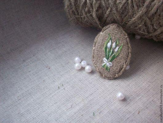 """Броши ручной работы. Ярмарка Мастеров - ручная работа. Купить Льняная брошь с ручной вышивкой """"Белые тюльпаны"""". Handmade."""