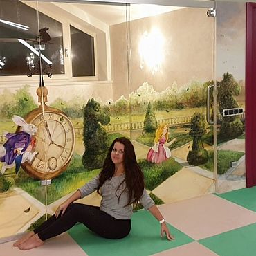 Дизайн и реклама ручной работы. Ярмарка Мастеров - ручная работа Роспись стеклянной перегородки-двери Алиса. Handmade.