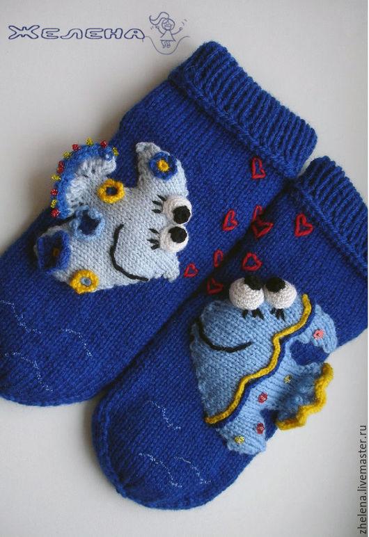 """Обувь ручной работы. Ярмарка Мастеров - ручная работа. Купить """"Влюбленные рыбки"""". Вязаные носкотапки.. Handmade. Синий, влюбленные рыбы"""