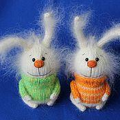 """Куклы и игрушки ручной работы. Ярмарка Мастеров - ручная работа вязаная игрушка """"Зайка в свитере"""" (белый). Handmade."""