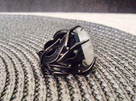 Кольца ручной работы. Ярмарка Мастеров - ручная работа. Купить Кольцо с лунным камнем в серебре. Handmade. Кольцо
