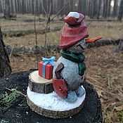 Куклы и игрушки handmade. Livemaster - original item Christmas tree toy made of wood miniature Snowman with gift. Handmade.