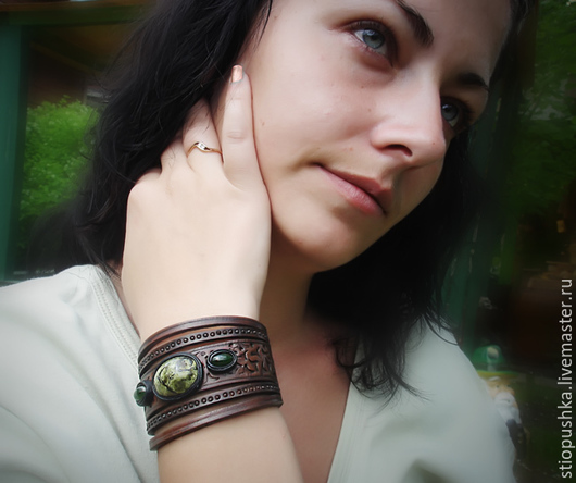 """Браслеты ручной работы. Ярмарка Мастеров - ручная работа. Купить Браслет кожаный """"Зелень лета"""" со змеевиком и нефритами. Handmade."""