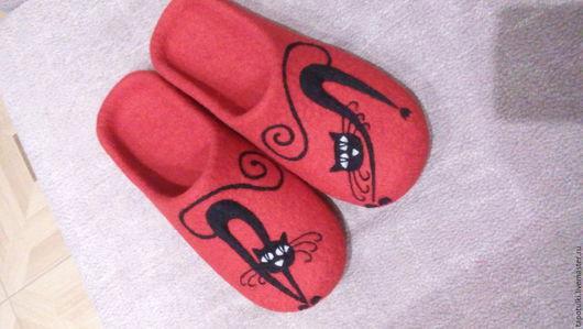 """Обувь ручной работы. Ярмарка Мастеров - ручная работа. Купить Тапочки """"Кошки"""". Handmade. Ярко-красный, коты, тапки"""