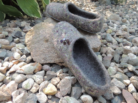 """Обувь ручной работы. Ярмарка Мастеров - ручная работа. Купить Валяные тапочки женские """"Нескучный серый"""". Handmade. Темно-серый"""