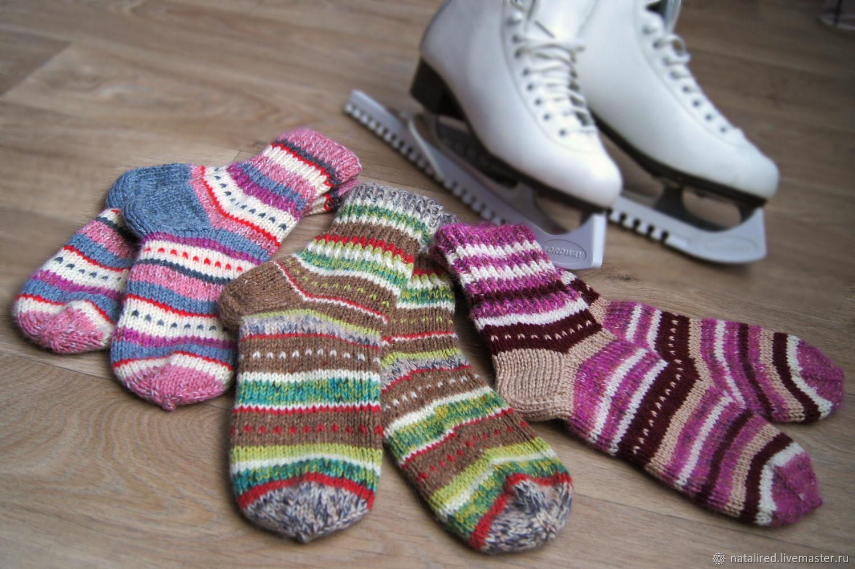 яркие вязаные толстые носочки для коньков и холодных полов купить