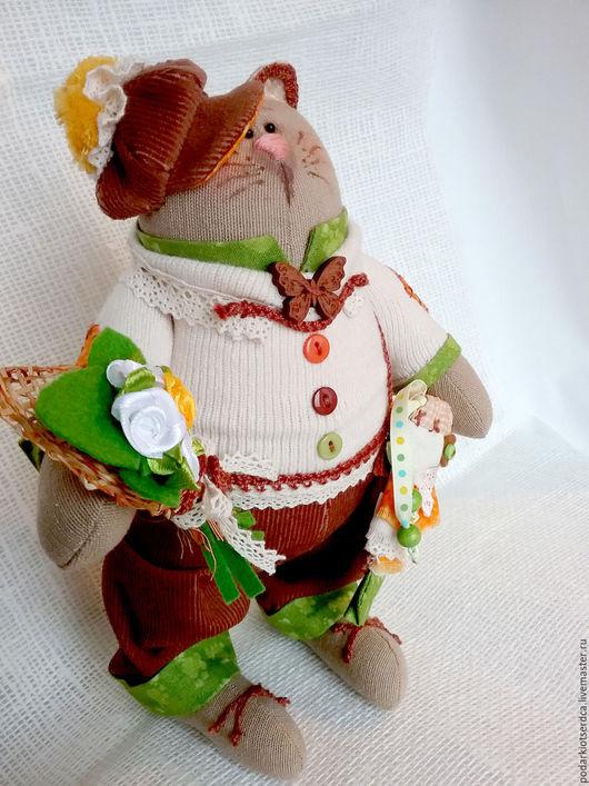 Текстильный кот`Бравый парень`. Исполняет желания. В сумочку в виде золотой рыбки, можно вложить пожелание или денежку. Необычный подарок для мужчин и женщин на любой праздник. Украсит ваш интерьер.