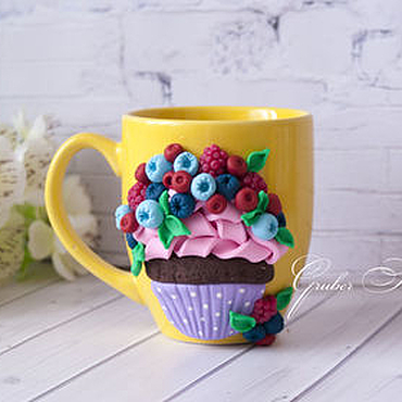 Посуда ручной работы. Ярмарка Мастеров - ручная работа Вкусная кружка с ягодным капкейком. Handmade.