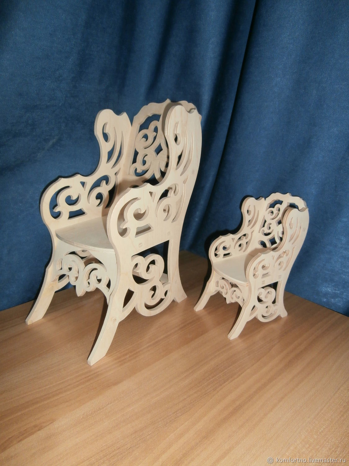 Doll chair 643 (large), 646 (small)