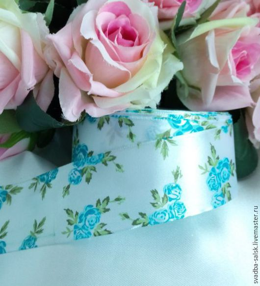 Шитье ручной работы. Ярмарка Мастеров - ручная работа. Купить Лента атласная белая  голубыми розами (40 мм). Handmade.