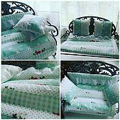 Куклы и игрушки ручной работы. Ярмарка Мастеров - ручная работа Постелька для куклы-одеяло,подушка,простынка(два вида). Handmade.