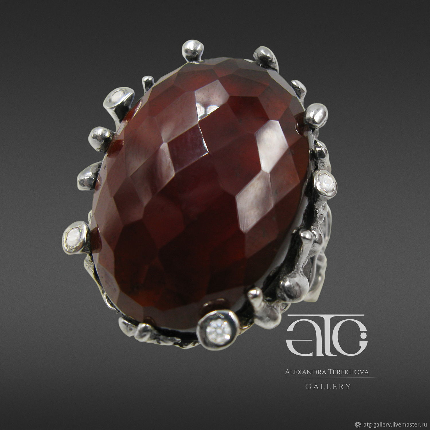 THE ONLY INSTANCE! Large ring with faceted cabochon hessonite garnet Carat 42.50.