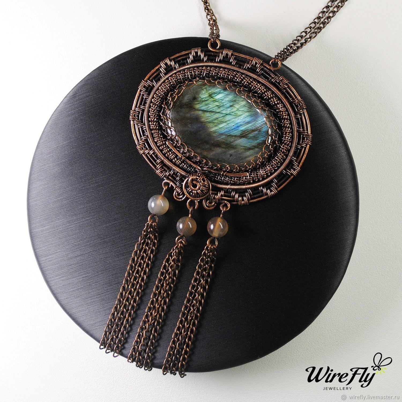 Кулон подвеска из меди с натуральными камнями голубым лабрадором и агатами. Купить в подарок девушке, женщине, жене.