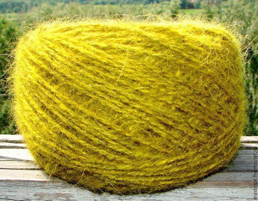 Пряжа «Бабушкино Шерстяное Счастье желтый» 145м/100гр. Состав : 100% пух кавказской овчарки . Спрядено без основы. Толщина нити 145метров\100грамм. Цвет пряжи –  желтый  . Экологичное крашение .