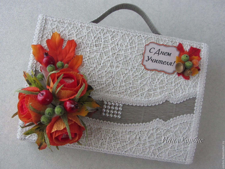 Открытка с конфетами на день учителя, цветы