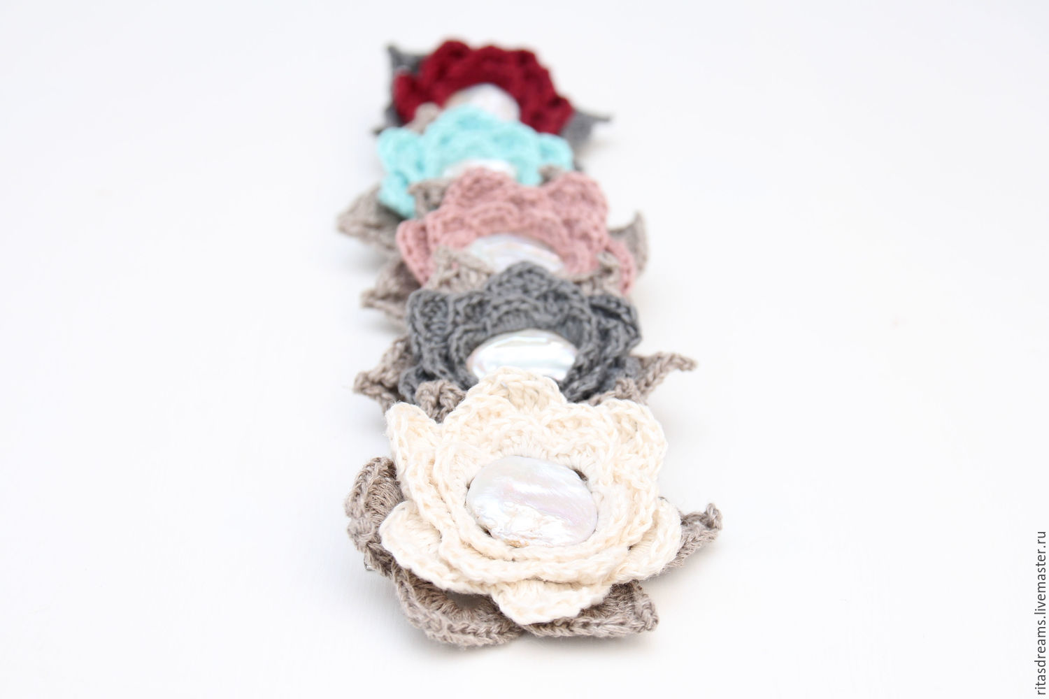 Flower made of natural linen with a large flat white pearl in the center, the gentle summer decoration for every day. The diameter of the flower with leaves 7 cm.