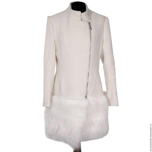 Пальто из шерсти с мехом ламой.
