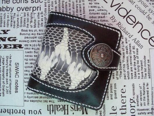 Кошельки и визитницы ручной работы. Ярмарка Мастеров - ручная работа. Купить Портмоне мужское Змей из натуральной кожи змеи. Handmade.