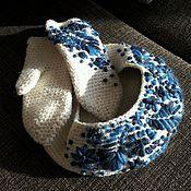 Аксессуары ручной работы. Ярмарка Мастеров - ручная работа Комплект вязанный спицами  (беретик + рукавицы) с вышивкой. Handmade.