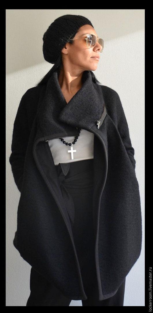 Женское стильное пальто из шерсти. Пальто свободное, что делает его очень комфортным.