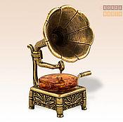 Модели ручной работы. Ярмарка Мастеров - ручная работа фигурка Граммофон с янтарем. Handmade.