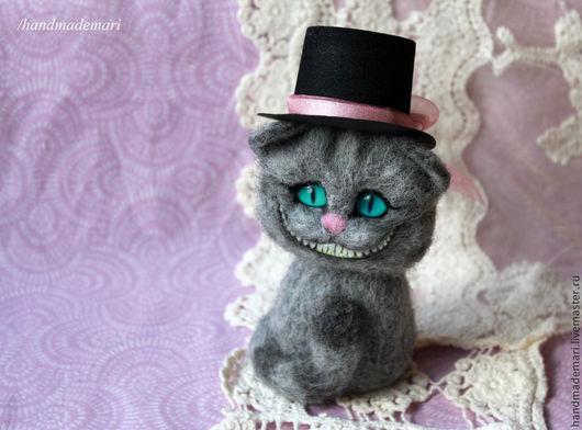 Сказочные персонажи ручной работы. Ярмарка Мастеров - ручная работа. Купить Чешир в шляпе игрушка из шерсти. Handmade. Серый