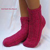Аксессуары ручной работы. Ярмарка Мастеров - ручная работа Вязаные носки малиновые, ярко-розовые. Подарочные носки. Handmade.