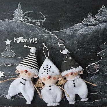 Куклы и игрушки ручной работы. Ярмарка Мастеров - ручная работа Три Снеговика Игрушки на елку Гирлянда новогодняя. Handmade.