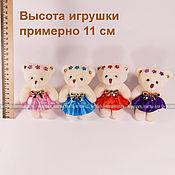 Маленькая мягкая игрушка плюшевый мишка (11см), бежевый, в платье