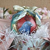 Елочные игрушки ручной работы. Ярмарка Мастеров - ручная работа Елочные игрушки: Новогодний шар птица Медальон на елку. Handmade.