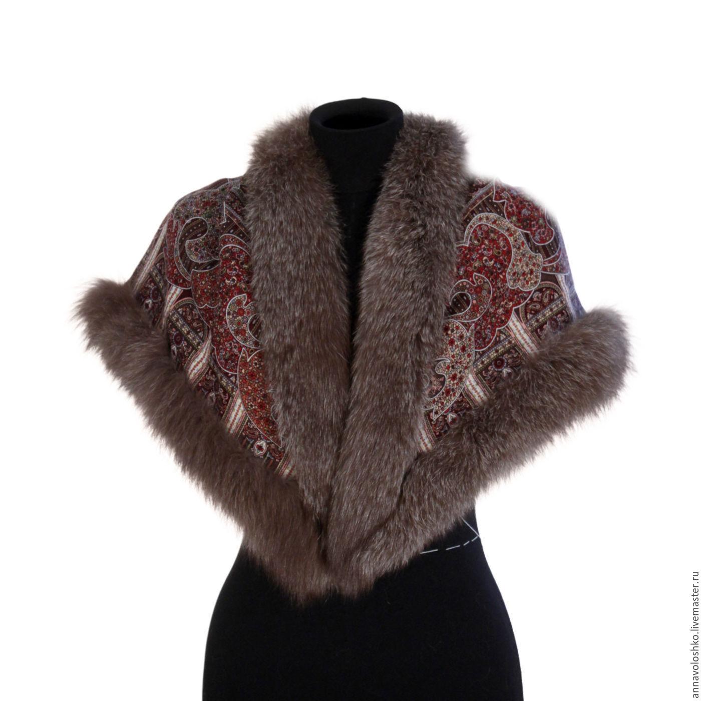 Pavlovo shawls with fur trimming.