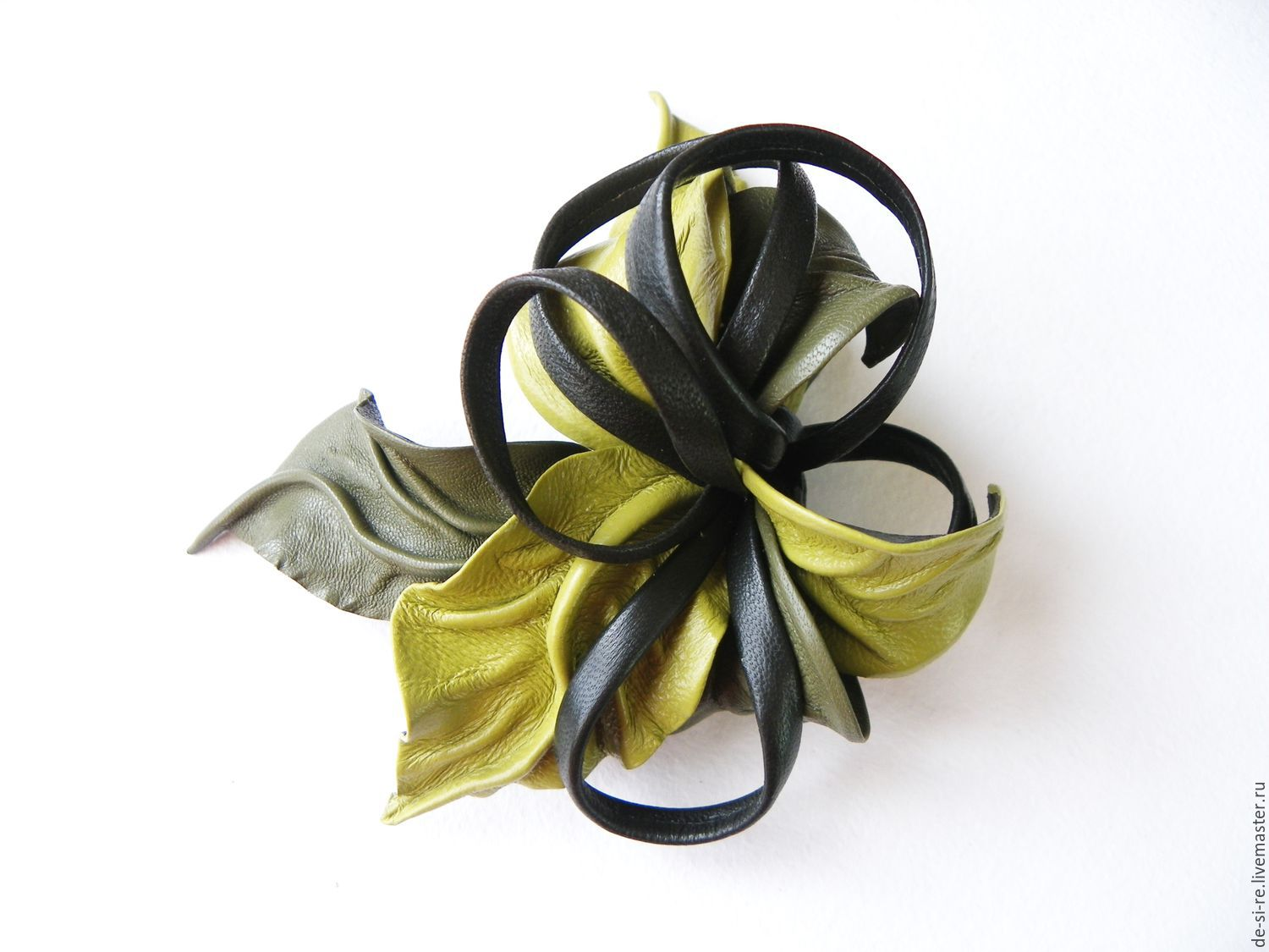 Hair clip flower leather light green - pea olive green. Buy hairpin machine. Flower leather green. barrette in gift. To purchase a gift for the woman girl. Flower green hair