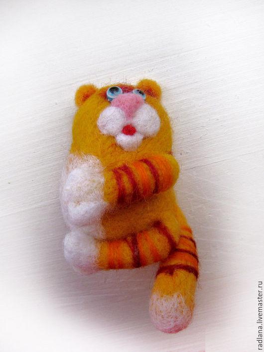 """Броши ручной работы. Ярмарка Мастеров - ручная работа. Купить Брошь из войлока """"Кот"""". Handmade. Украшение, войлок, желтый, кошка"""