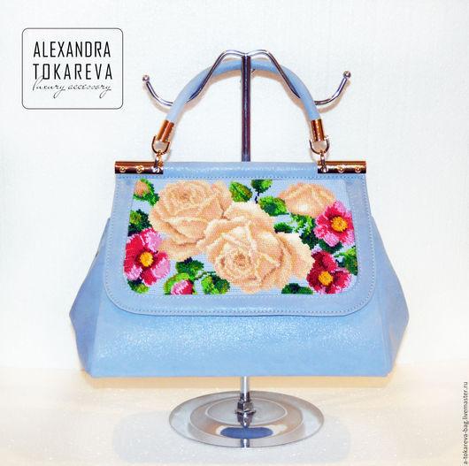 Женские сумки ручной работы. Ярмарка Мастеров - ручная работа. Купить Эксклюзивная авторская сумка вышитая бисером « Blue roses ». Handmade.