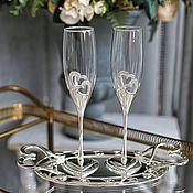 Бокалы ручной работы. Ярмарка Мастеров - ручная работа Свадебные бокалы на подносе с именной гравировкой.. Handmade.