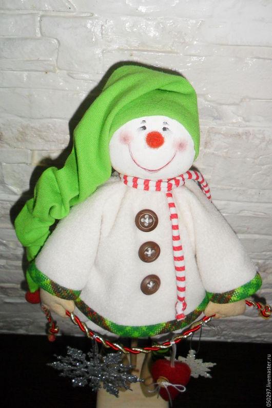 Коллекционные куклы ручной работы. Ярмарка Мастеров - ручная работа. Купить Кукла. Снеговик в зеленом колпачке. Handmade. Комбинированный, снежинка