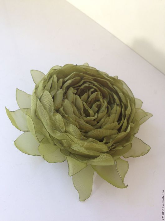 брошь оливковая зеленая брошка купить подарок подруге маме сестре подарок на любой случай цветы из ткани брошь из шифона зеленая роза из ткани
