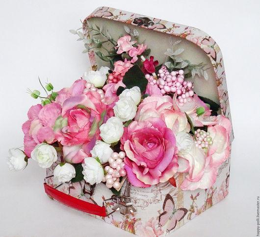 Нежная, романтичная композиция,  в милом чемоданчике. Будет чудесным украшением Вашего интерьера и интересным и незабываемым  подарком)))