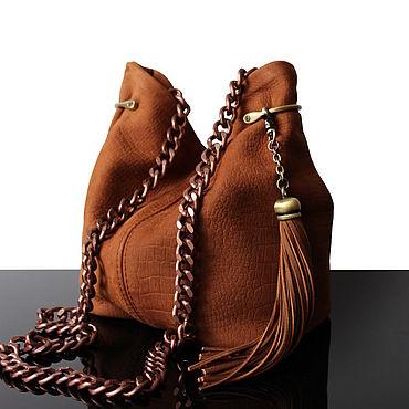 Сумки и аксессуары ручной работы. Ярмарка Мастеров - ручная работа Замшевая коричнево-рыжая сумочка, сумка хобо, на цепочке. Handmade.