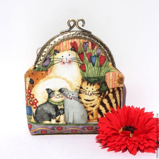 Подарок девочке кошелек с фермуаром Котики - кошелек в подарок девочке Милый и уютный кошелек с фермуаром для любительниц котиков:-). Кошелек выполнен из хлопоковой ткани и украшен кружевом.