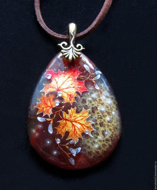 лаковая миниатюра, осенний кулон, украшение с росписью