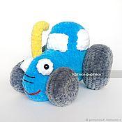 Техника, роботы, транспорт ручной работы. Ярмарка Мастеров - ручная работа Синий трактор вязаный. Handmade.