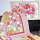Розовое детское лоскутное одеяло, выполненное по мотивам модели Летние Грезы. Один из вариантов цветовой гаммы.