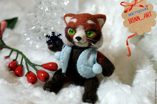 Маленький красный панда.Свален из шерсти, глазки самодельные, хвост, лапки и голова подвижны