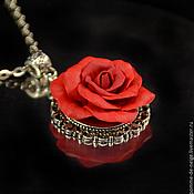 Украшения ручной работы. Ярмарка Мастеров - ручная работа Кулон с красной розой из полимерной глины. Handmade.